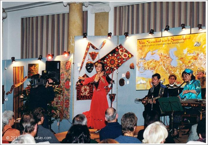 Gülay Princess & The Ensemble Aras in Villach, Parkhotel (2000)