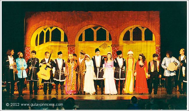 Gülay Princess & The Ensemble Aras at the end of the performance