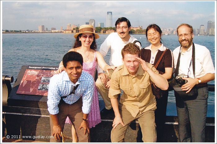 Gülay Princess & The Ensemble Aras in front of Manhattan, New York (2005)