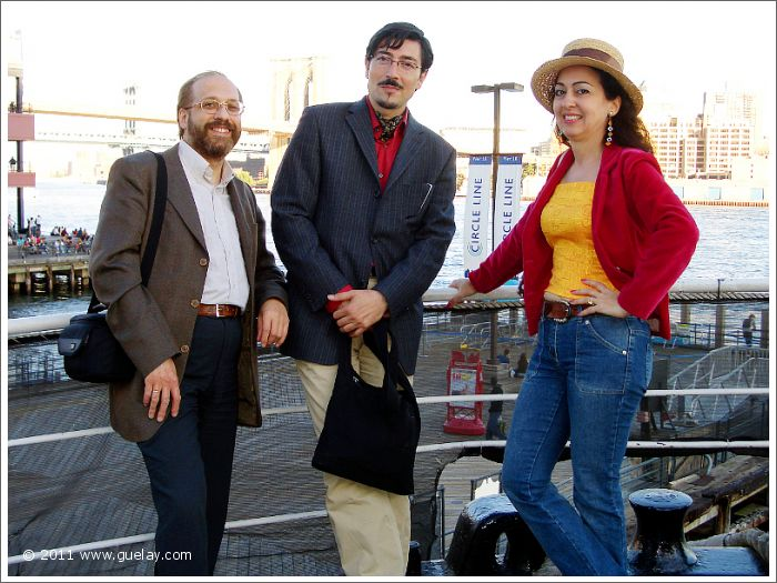 Josef Olt, Nariman Hodjati and Gülay Princess at Brooklyn Bridge, New York (2005)