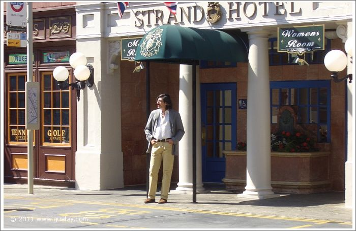 Nariman Hodjati in Universal Studios, Hollywood, California (2006)