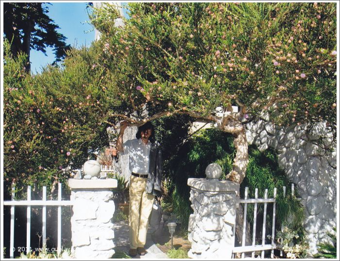 garden of our accommodation, Nariman Hodjati in Ventura, California (2006)