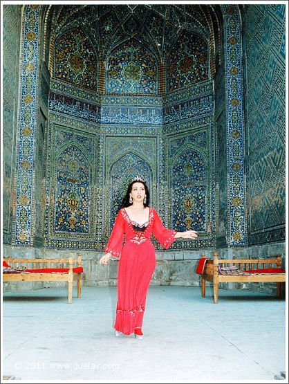 Gülay Princess in the courtyard of Sher Dor Madrasah (1997)