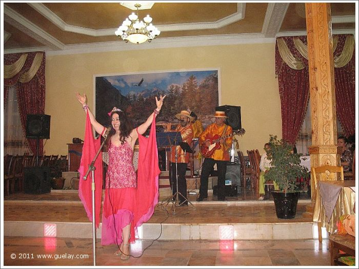 Gülay Princess & The Ensemble Aras while performance in the city of Urgut (2007)